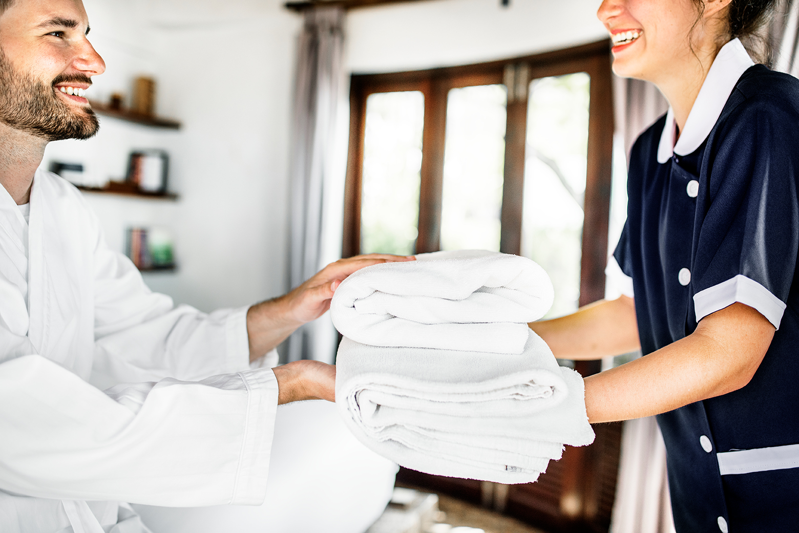 housekeeper-handing-over-fresh-towels-BY7PRD3_sm